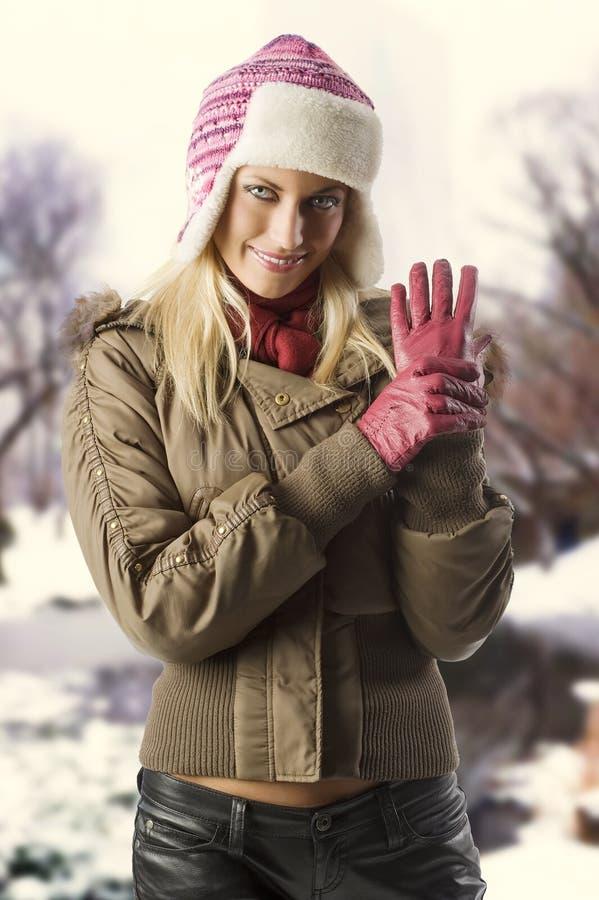 Menina pronta para o inverno imagens de stock royalty free