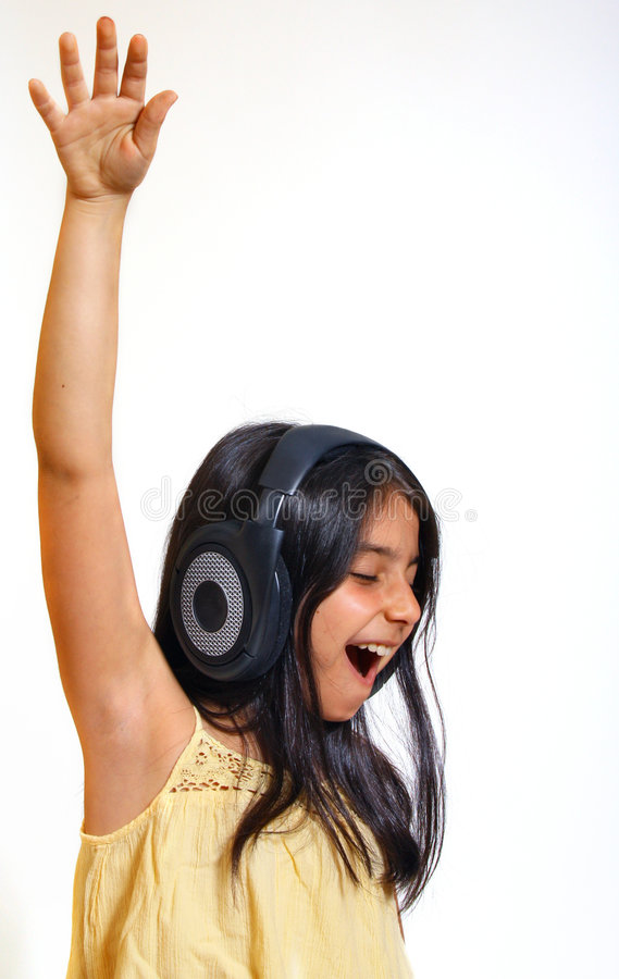 Menina que aprecia a música fotos de stock royalty free