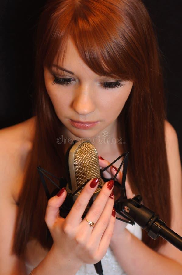 Download Menina De Canto Nos Auscultadores. Imagem de Stock - Imagem de menina, musical: 29830743