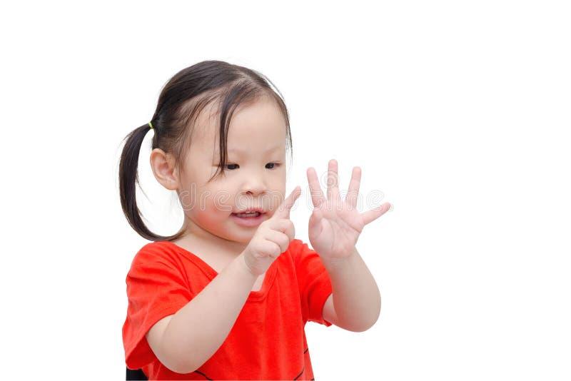 Menina que conta seu dedo sobre o branco fotografia de stock royalty free