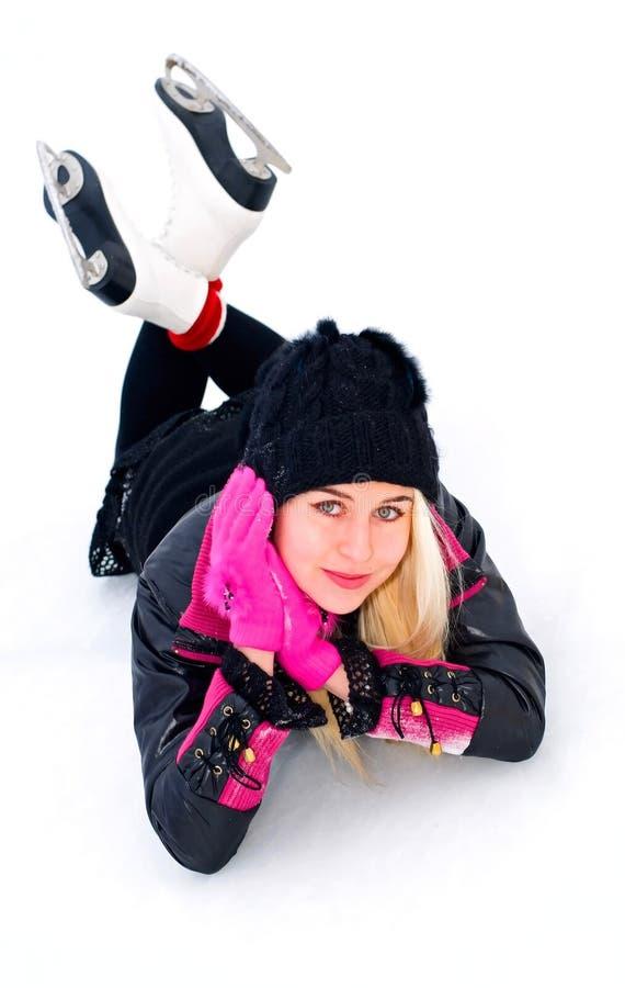 Menina que descansa no gelo imagem de stock royalty free
