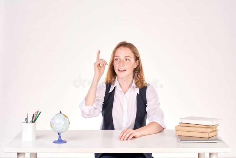 Menina que estuda na mesa foto de stock royalty free