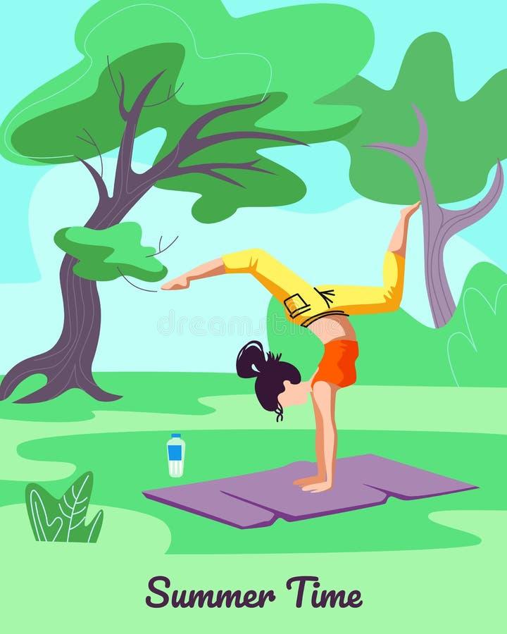 Menina que exercita em Mat Outdoors Estilo de vida saud?vel ilustração stock