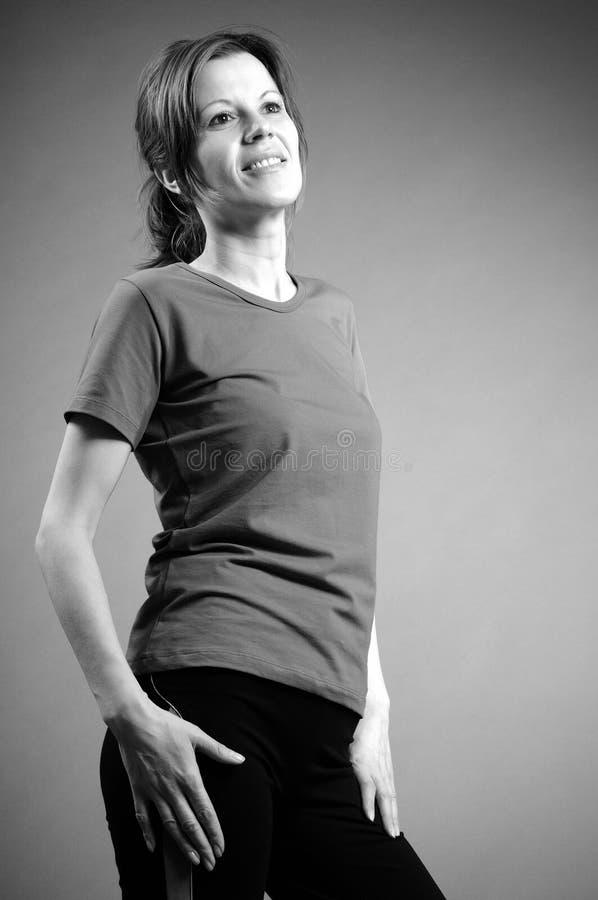 Menina que exercita o aerobics fotografia de stock
