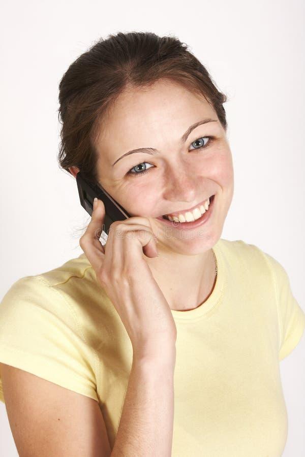 Menina que fala no telefone móvel imagem de stock