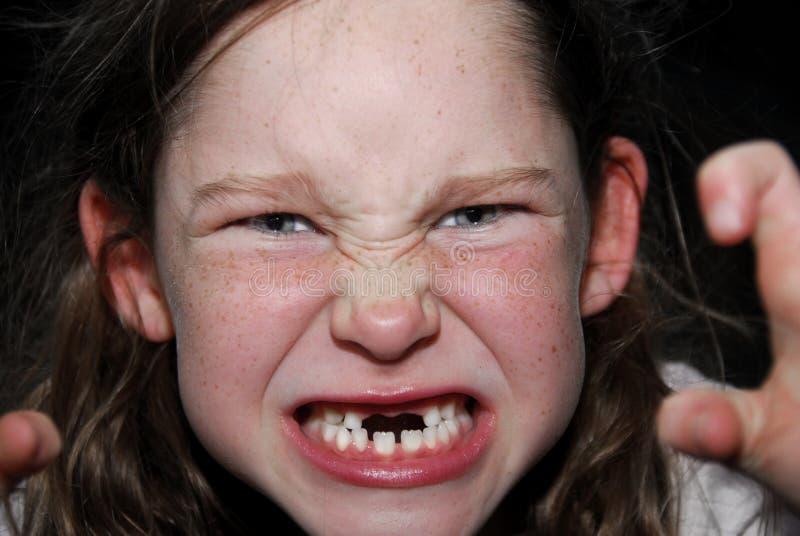 Menina que faz a face assustador imagens de stock