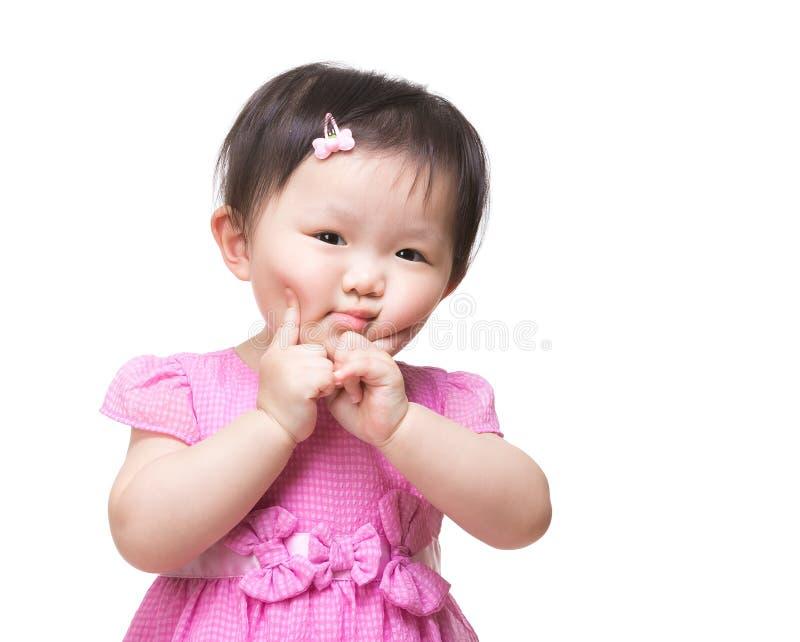 Menina que faz a face engraçada fotos de stock royalty free