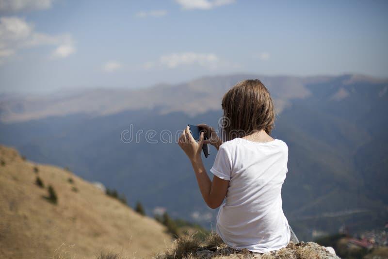Menina que faz fotos fotografia de stock