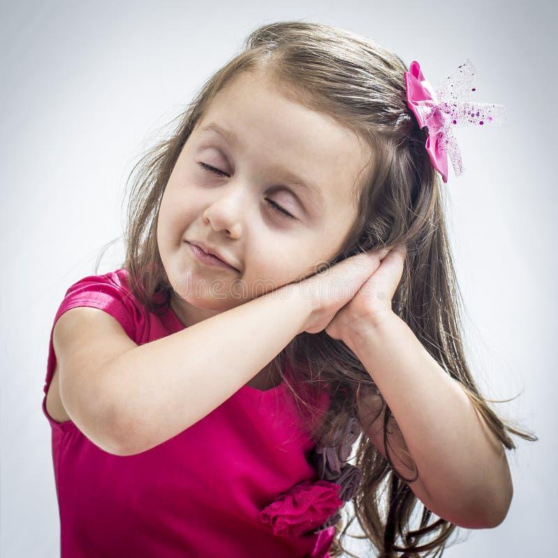 Menina que finge está dormindo imagens de stock royalty free