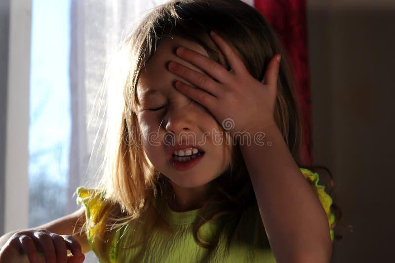 Menina que grita no indicador fotos de stock royalty free