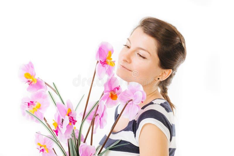 Menina que guarda orquídeas imagem de stock royalty free