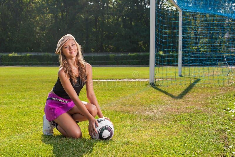 Menina que guardara a bola foto de stock royalty free