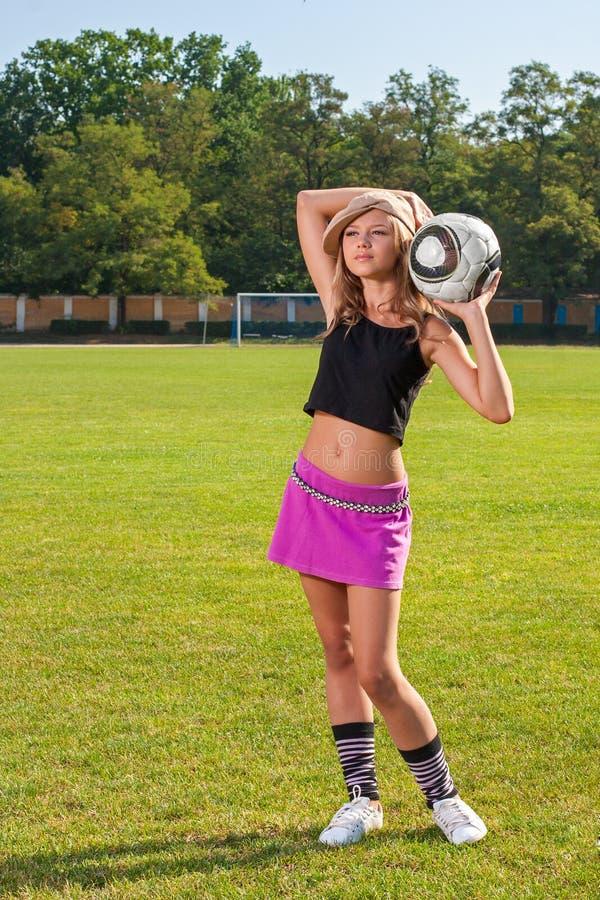 Menina que guardara a bola fotografia de stock