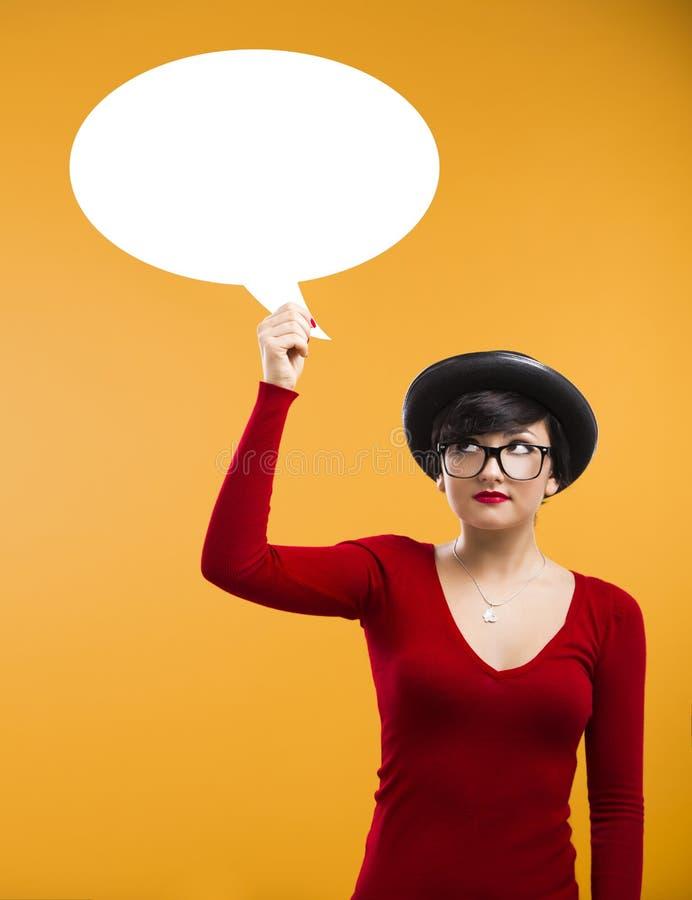 Menina que guardara um ballon do pensamento fotografia de stock royalty free