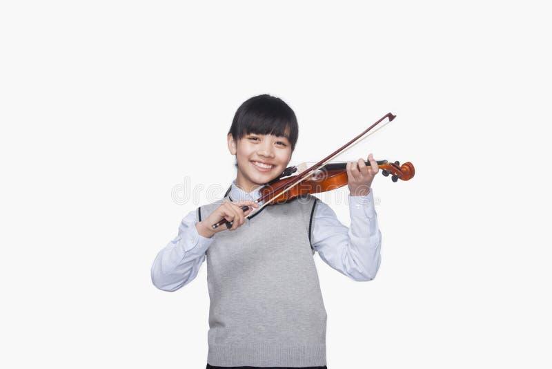 Menina que joga o violino fotografia de stock royalty free