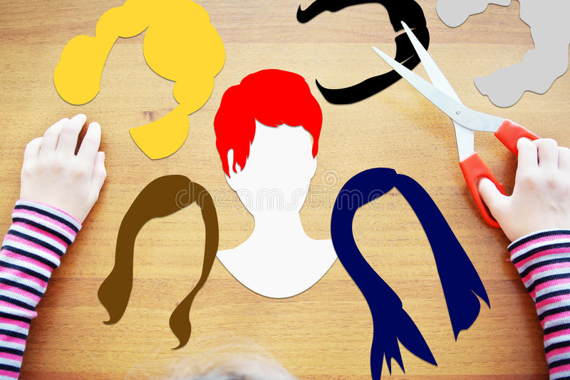 Menina que joga um cabeleireiro fotos de stock royalty free
