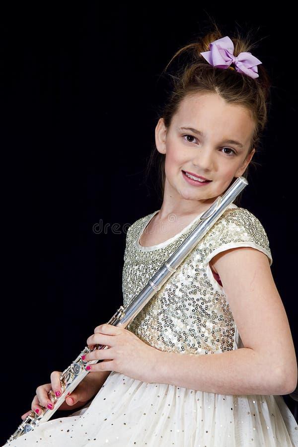 Menina que levanta com sua flauta foto de stock