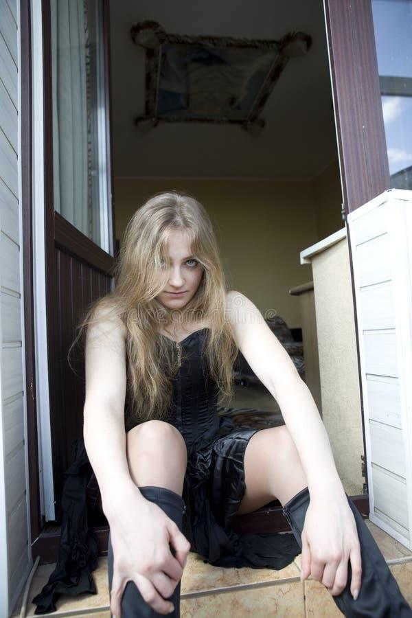 menina que olha quase gótico imagem de stock