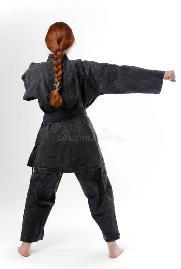 Menina que perfura no quimono preto, vista traseira fotografia de stock