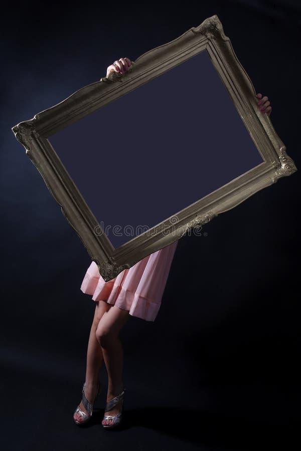 Menina que prende um frame da foto fotografia de stock royalty free
