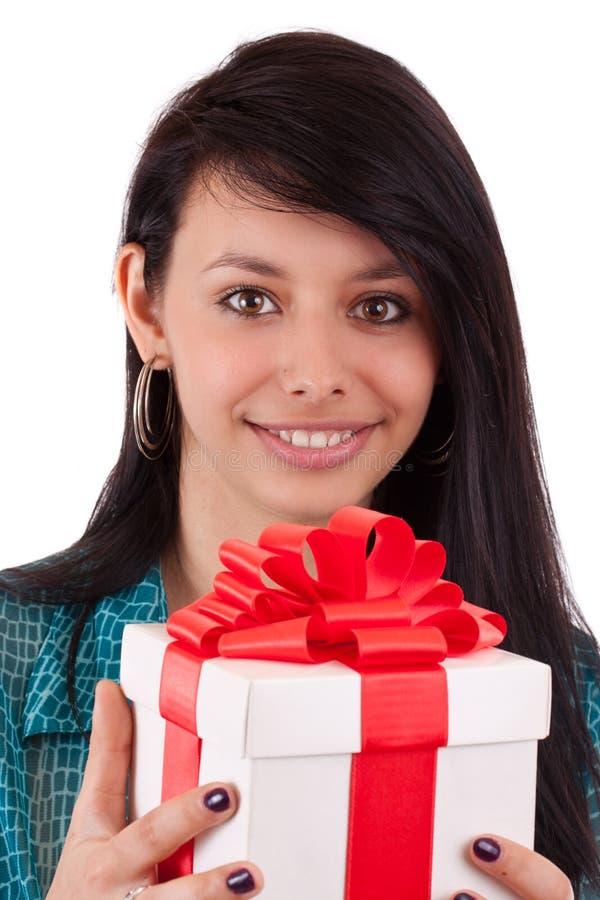 Menina que prende um presente foto de stock royalty free