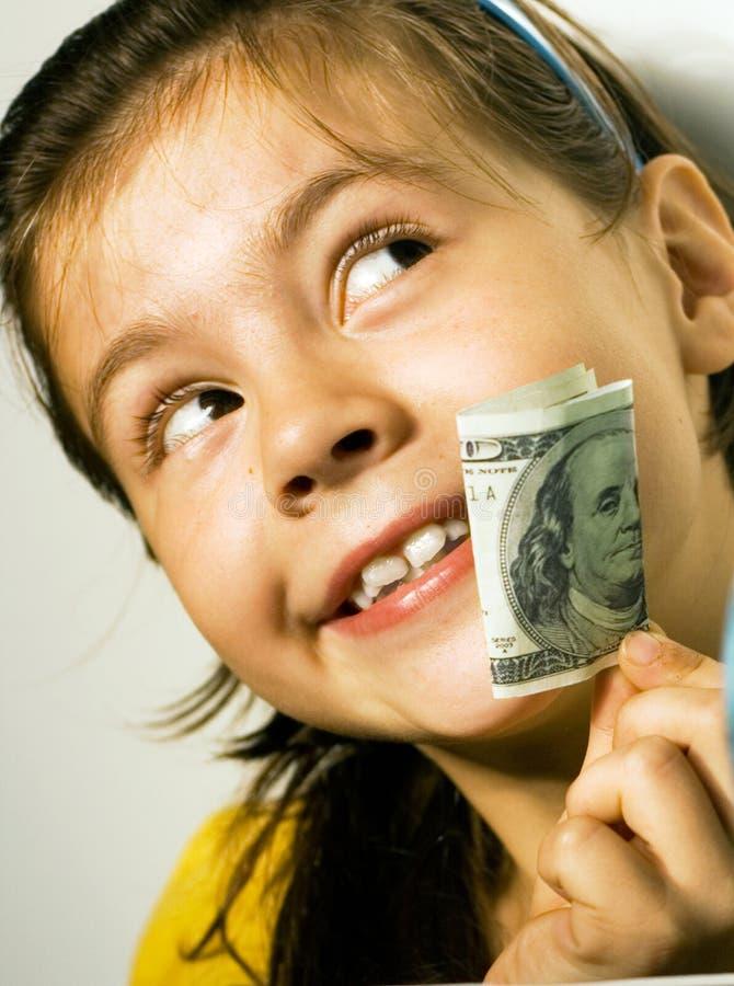 Menina que prende uma conta e sonhos de dólar. fotografia de stock royalty free