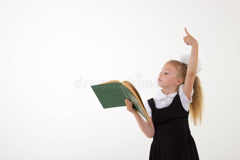 Menina que prepara-se para a escola imagens de stock royalty free