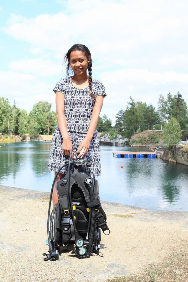 Menina que prepara-se para mergulhar imagens de stock royalty free