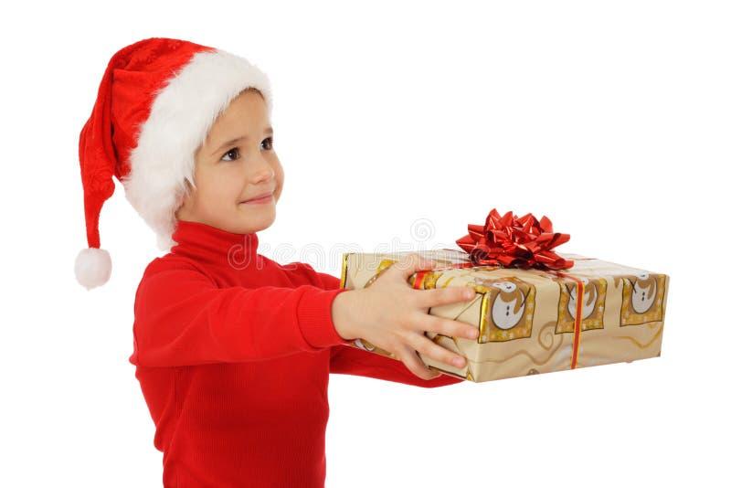 Menina que recebe a caixa de presente amarela do Natal fotografia de stock royalty free