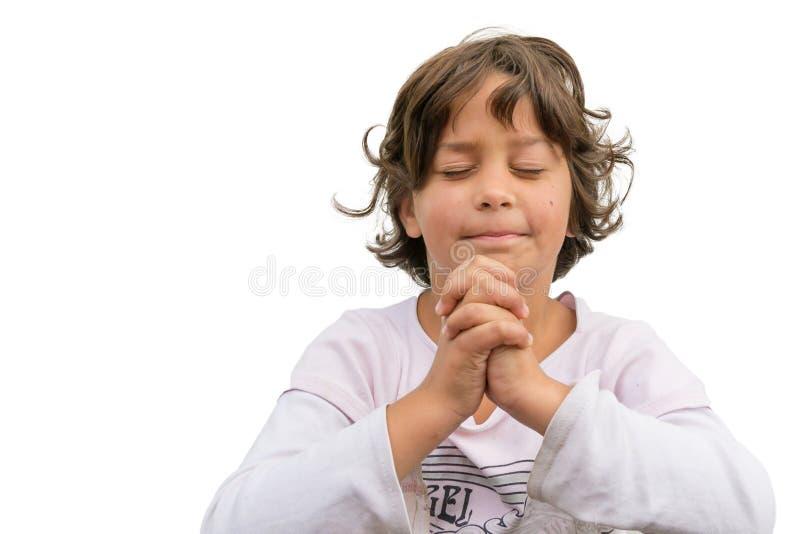 Menina que reza na igreja isolada fotos de stock royalty free