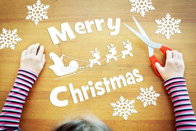 Menina que sonha sobre o feriado do Natal imagens de stock