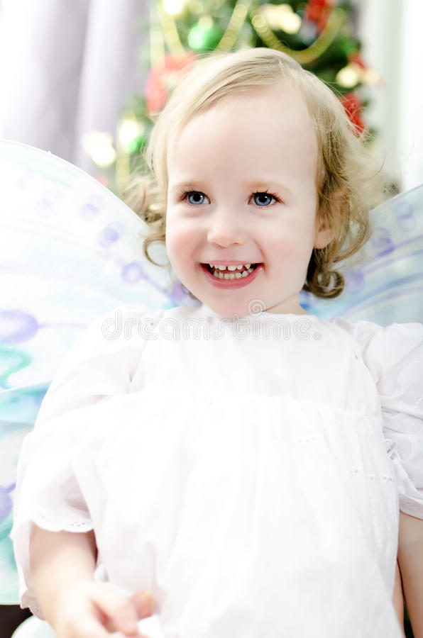 Menina que sorri no Natal fotos de stock royalty free