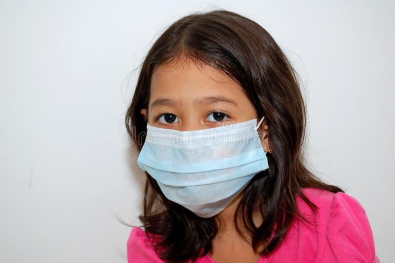 Menina que usa a máscara protectora imagem de stock royalty free