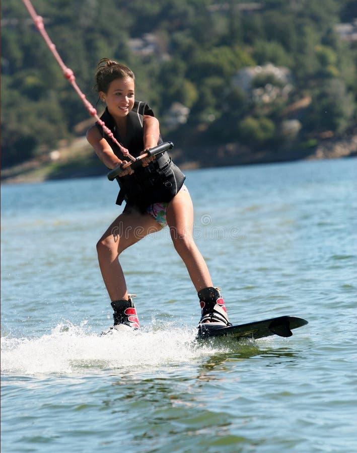 Menina que wakeboarding fotografia de stock