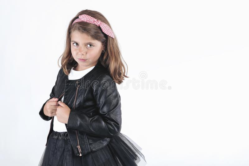 Menina rebelde com casaco de cabedal foto de stock royalty free