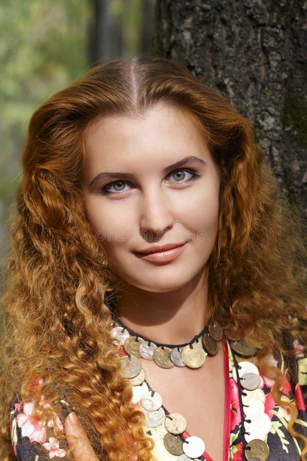 Menina red-haired bonita imagens de stock