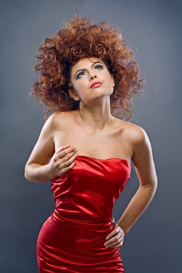Menina Redheaded Da Beleza No Vestido Da Forma Imagem de Stock