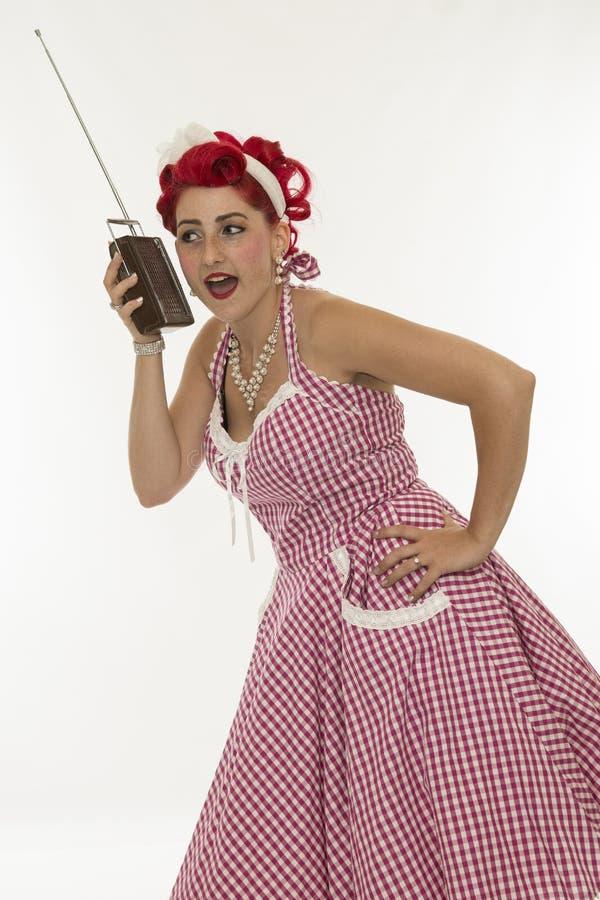 Menina retro com o rádio do vintage no branco foto de stock
