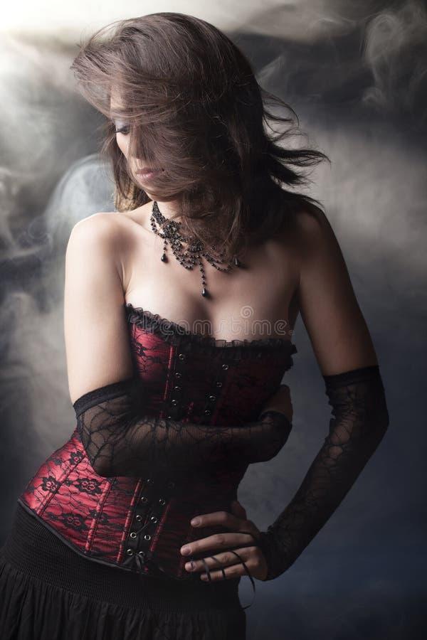 Menina romântica do goth de Beuatiful imagens de stock royalty free