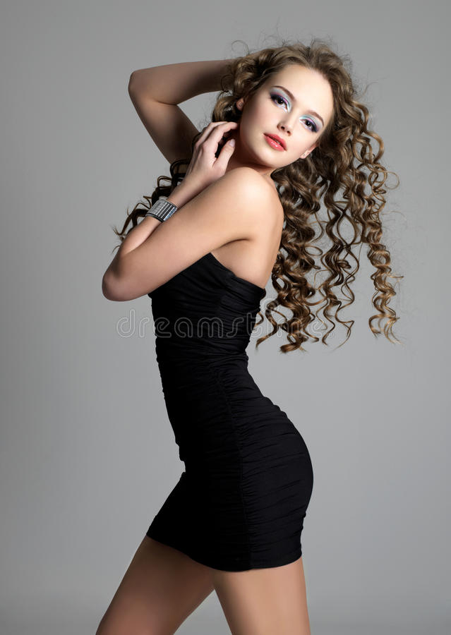 Menina sensual bonita com cabelo longo fotos de stock