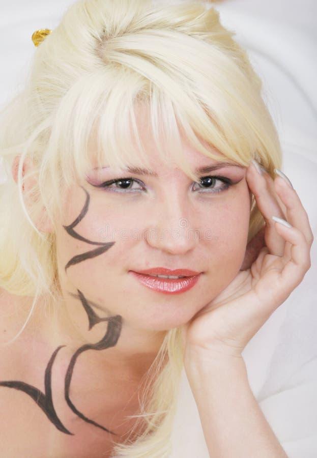 Menina sexual com um tatuagem foto de stock