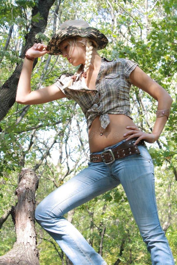 Menina sexual no pano do cowpuncher imagem de stock royalty free