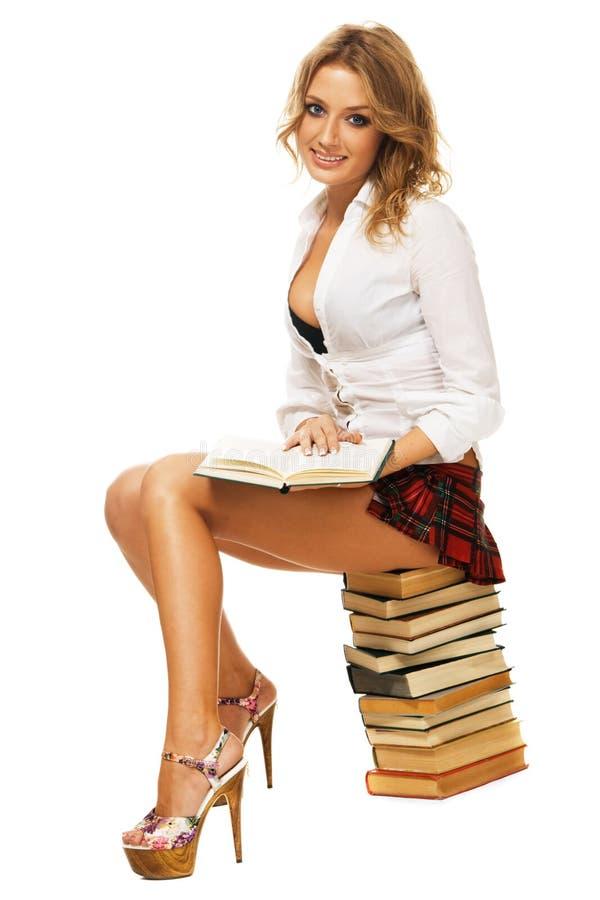 Menina 'sexy' do estudante com uma pilha de livros fotografia de stock