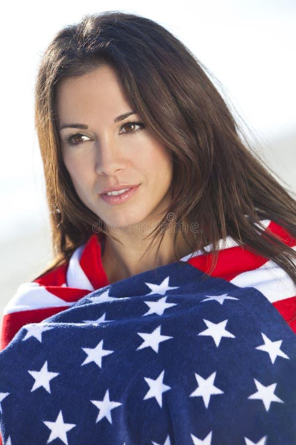 Menina 'sexy' nas estrelas & na bandeira americana das listras imagens de stock royalty free