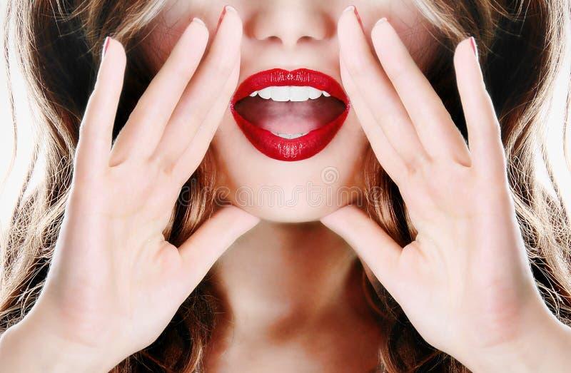 Menina 'sexy' nova atrativa do modelo da senhora da mulher que diz um segredo foto de stock