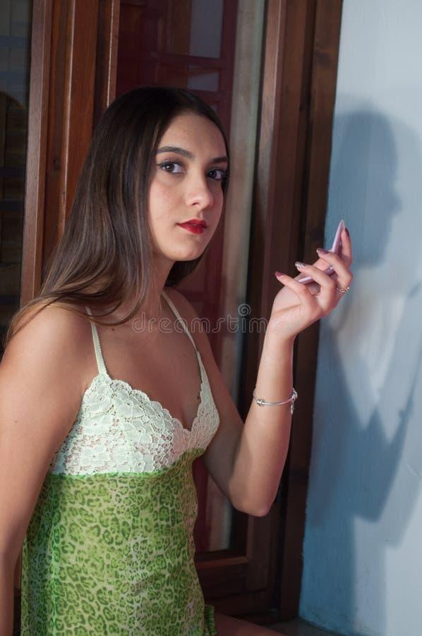 Menina 'sexy' nova bonita no roupa interior foto de stock royalty free
