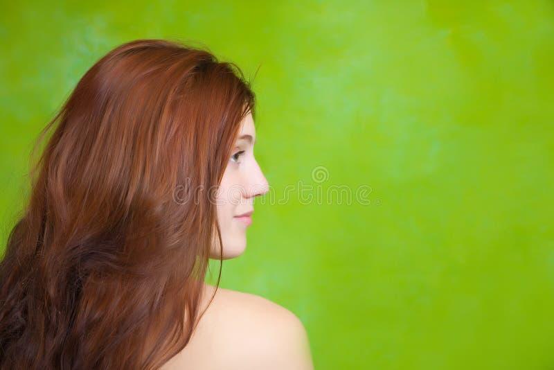 Menina sobre o fundo verde imagem de stock royalty free