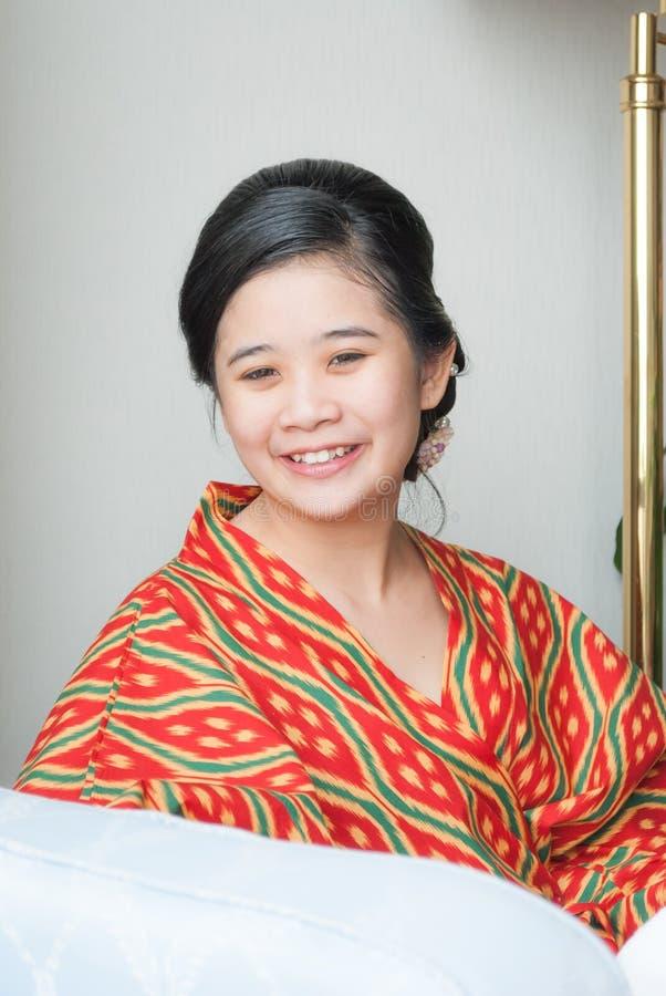 Menina tailandesa asiática com penteado bonito fotografia de stock royalty free