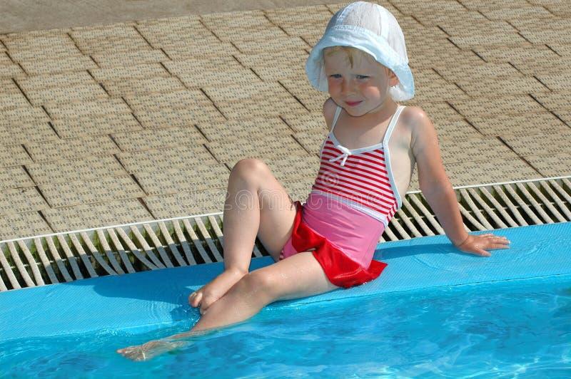 A menina tem o divertimento na associação fotos de stock royalty free