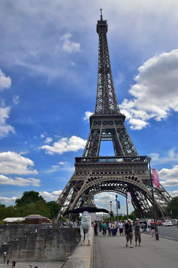 Menina, a torre Eiffel, França, Paris fotos de stock
